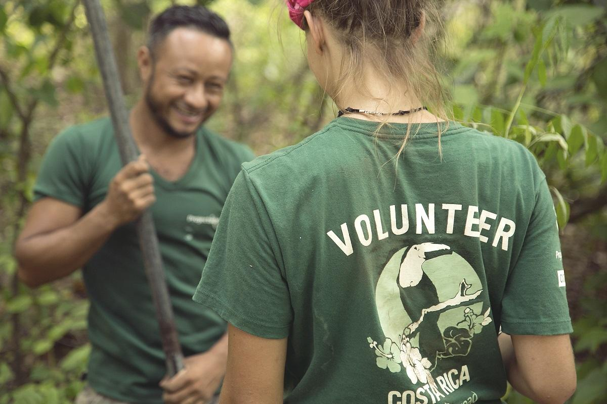 A staff member and a volunteer plant seedlings on a Conservation placement in Costa Rica for teenagers